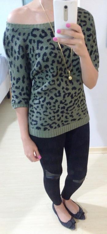 Legging + trico + sapatilha + colar longo dourado