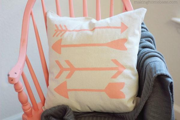 DIY-arrow-pillow