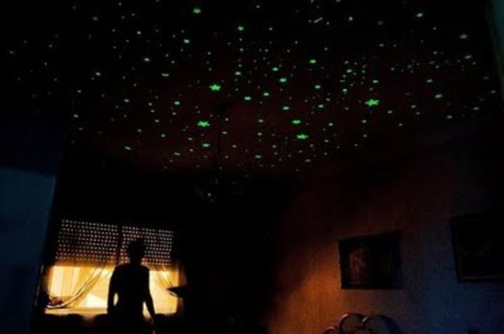 kit-50-estrelas-que-brilham-no-escuro-adesivos