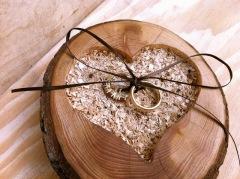 alianças em madeira
