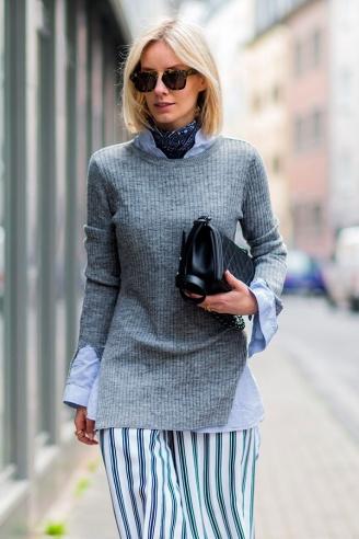 street-style-look-blusa-cinza-camisa-azul-saia-listra-bandana