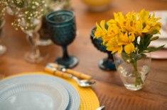Mesa-posta-cafe-da-manha-azul-amarelo-gandalua5